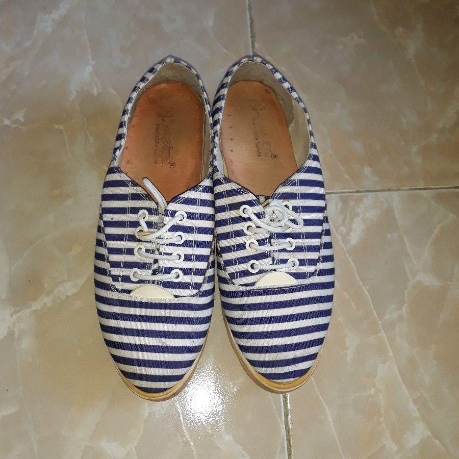 کفش اسپرت راه راه