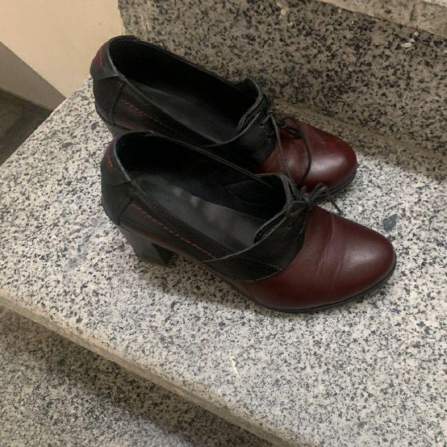 کفش پاشنه بلند چرم دورنگ